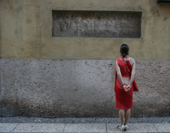 Alta examining Roman inscription on a wall in Verona (2013). Photograph by Paul Shaw.