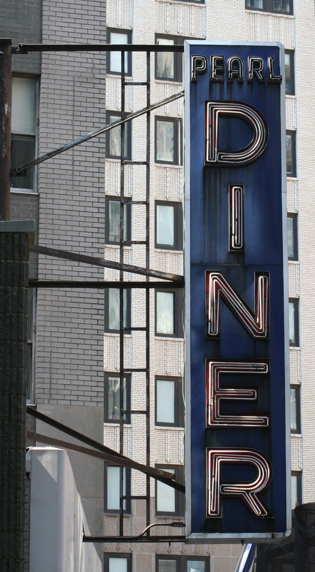 Neon sign for Pearl Diner (Manhattan). Photograph by Paul Shaw 2006.