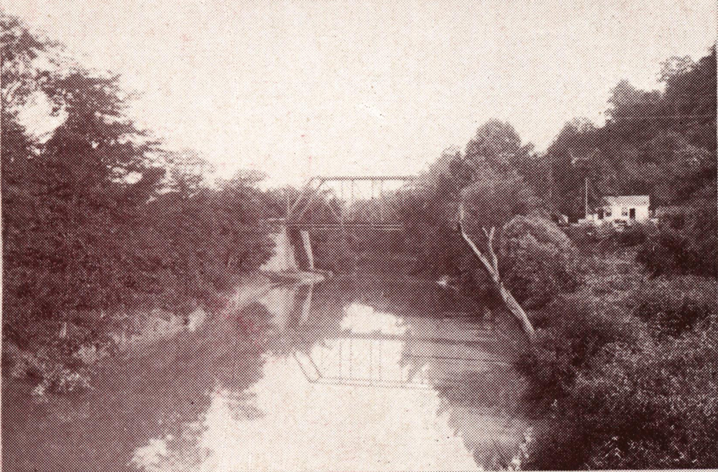 South Ninth Street Bridge. Photograph from Courtesy of the Finlay Room, Guernsey County Library.