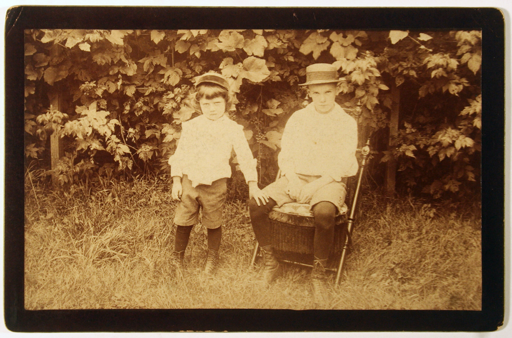 Don Scott (left) and William A. Dwiggins (right) in Lizzie Hill's yard (Richmond, Indiana) (c.1891–1892). Courtesy Special Collections, Boston Public Library.