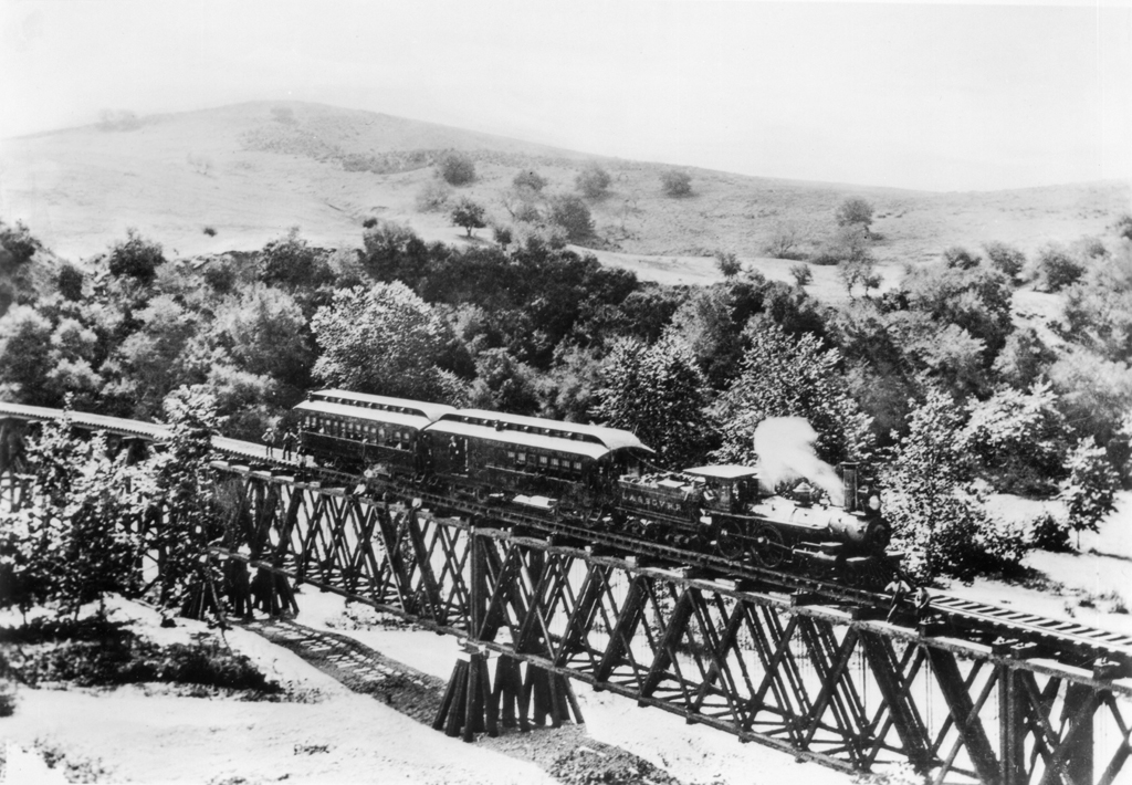 Los Angeles and San Gabriel Valley Railroad train crossing the Arroyo Seco c.1885. Photograph from Wikimedia Commons.