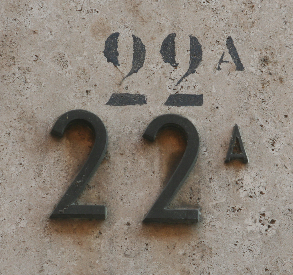 Two iterations of a house number in Verona. Photograph by Paul Shaw (2012).